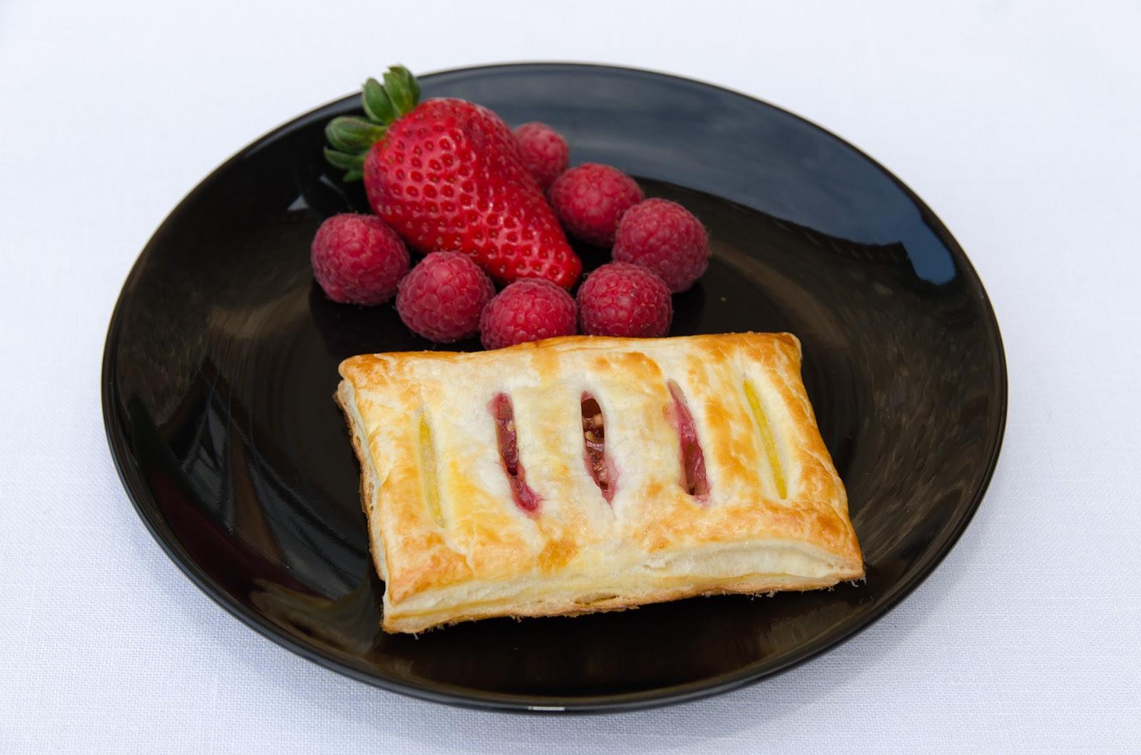 hojaldre-relleno-mermelada-queso-receta-postre-bruja