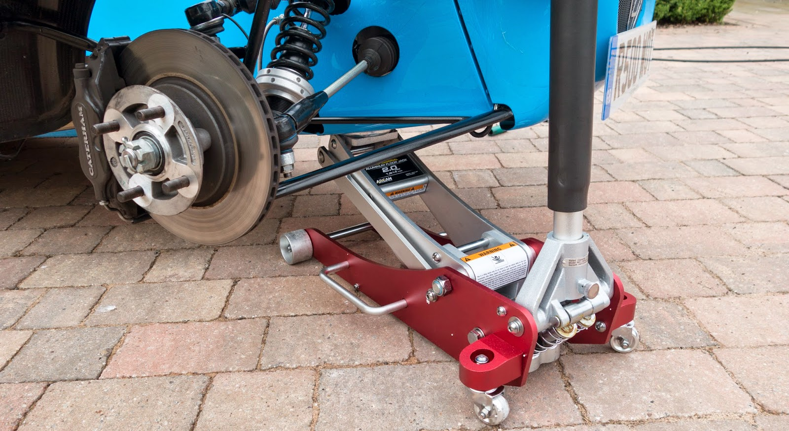 Arcan 2 tonne trolley jack in action
