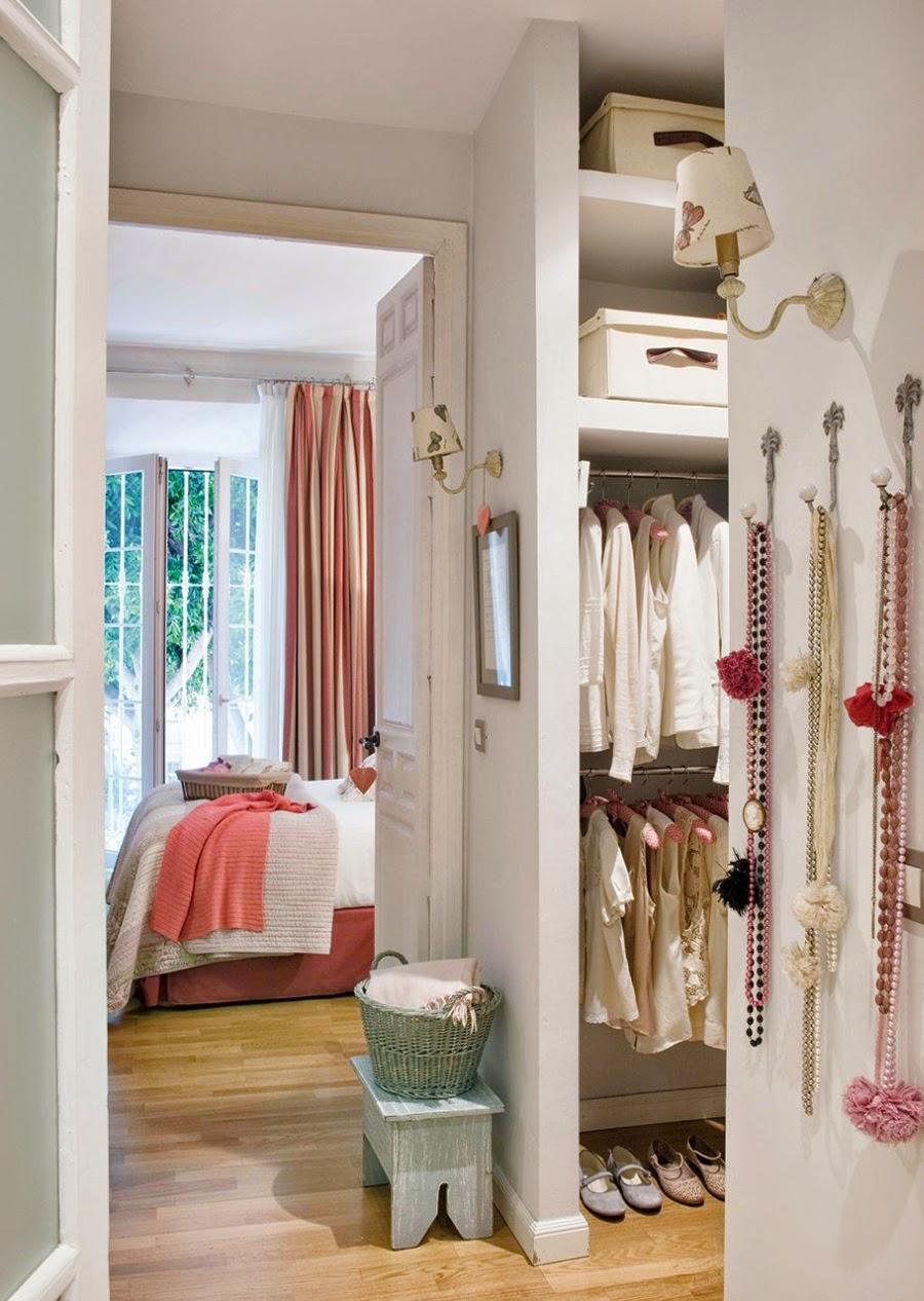 Wystrój wnętrz, home decor, wnętrza, urządzanie mieszkania, styl francuski, jasne wnętrza, róż, pastelowy róż, pastelowe kolory, sypialnia, garderoba