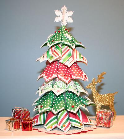 Hacer arbol de navidad con papeles de regalo especial de - Adornos originales para arbol de navidad ...
