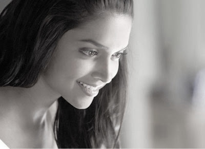 beatutiful sexy actress Deepika padukone sketches wallpapers
