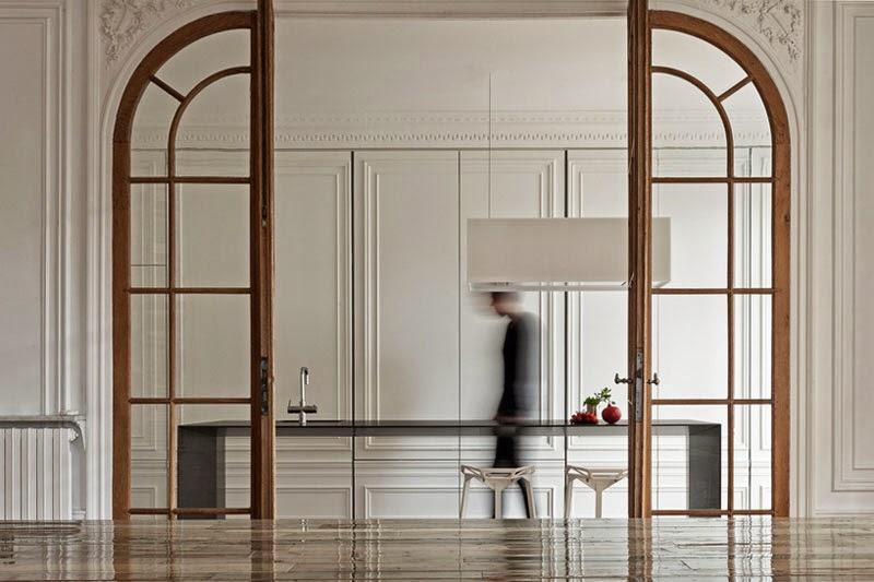 Una isla de cocina minimalista y ultrafina que se mimetiza con el ...