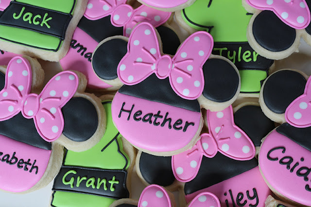 Minnie Mouse cookie favors