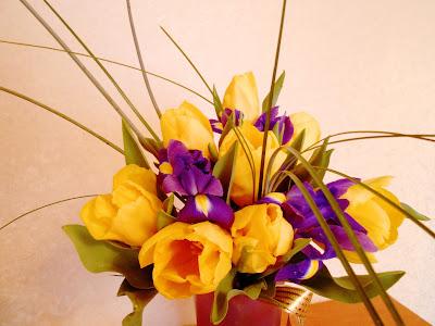 букет тюльпанов с ирисами