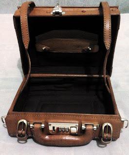 Tas kamera koper 10 inchi tampak dalam