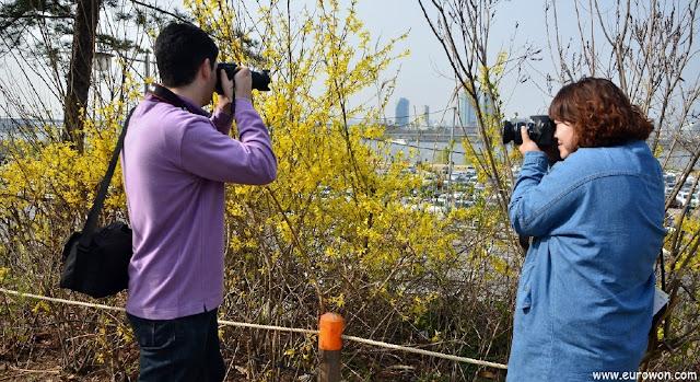 El fotógrafo cazador siendo cazado por otra fotógrafa