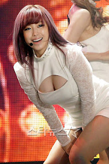 Jun Hyo Sung Korean Sexy Singer Sexy White Dress Performance Photo 9