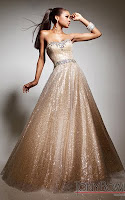 Блестяща рокля с камъни в преливащо златисто с омбре ефект, дизайнер Tony Bowls