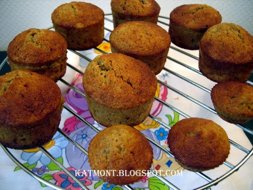 http://katmont.blogspot.fr/2014/03/muffins-de-banana-com-passas-muffins-la.html