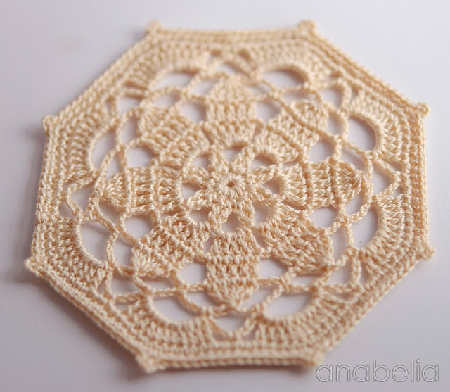 Crochet coaster beige model by Anabelia