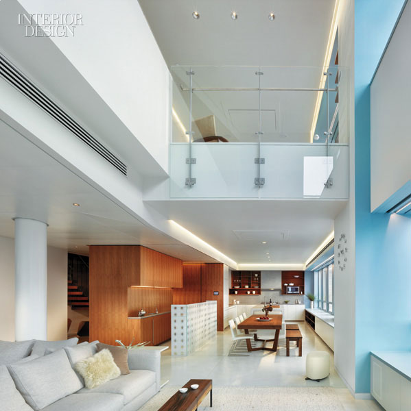 Mix and chic home tour youtube 39 s founder san francisco for Living room with 9 foot ceilings