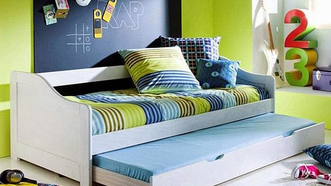 Kids bedroom ideas tips to decorate a room for two kids for Small bedroom double bed ideas