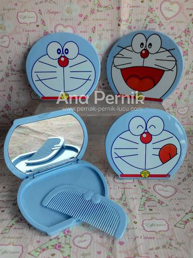 BonCermin kecil; cermin unik; cermin doraemon; cermin set; pernak pernik; pernak pernik doraemon; cermin saku
