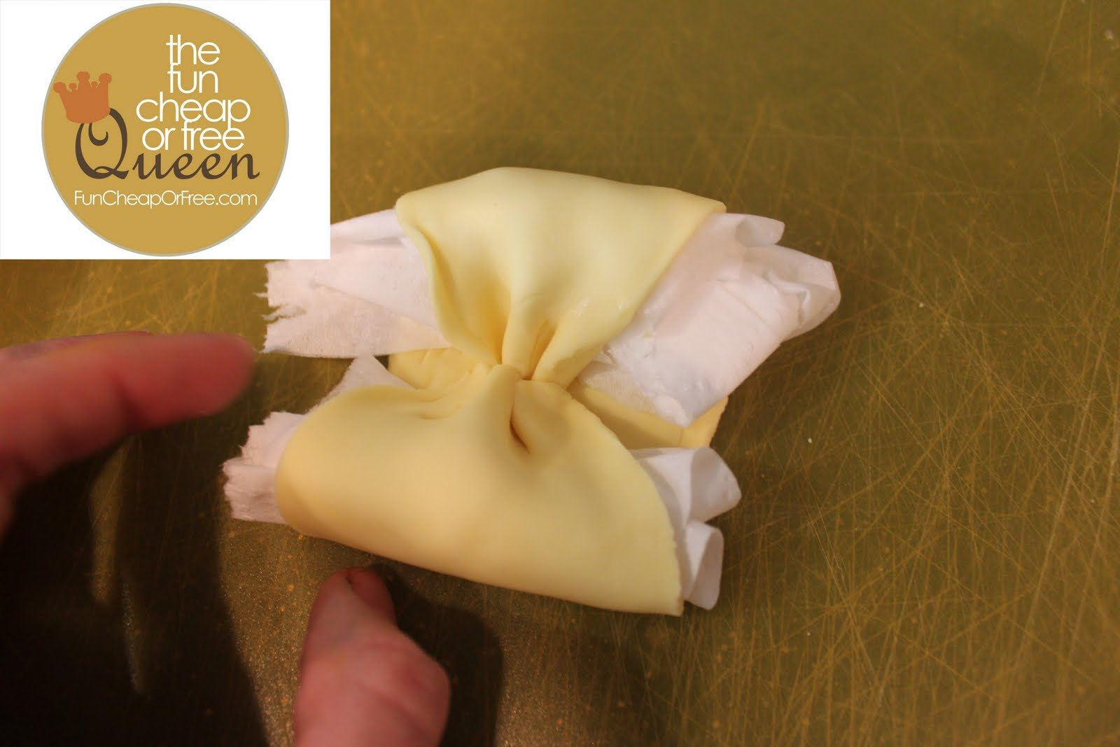 how to make fondant icing look like water