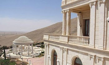 [Photos] Σε αυτό το χλιδάτο παλάτι ζουν οι ηγέτες των σατανάδων του ISIS