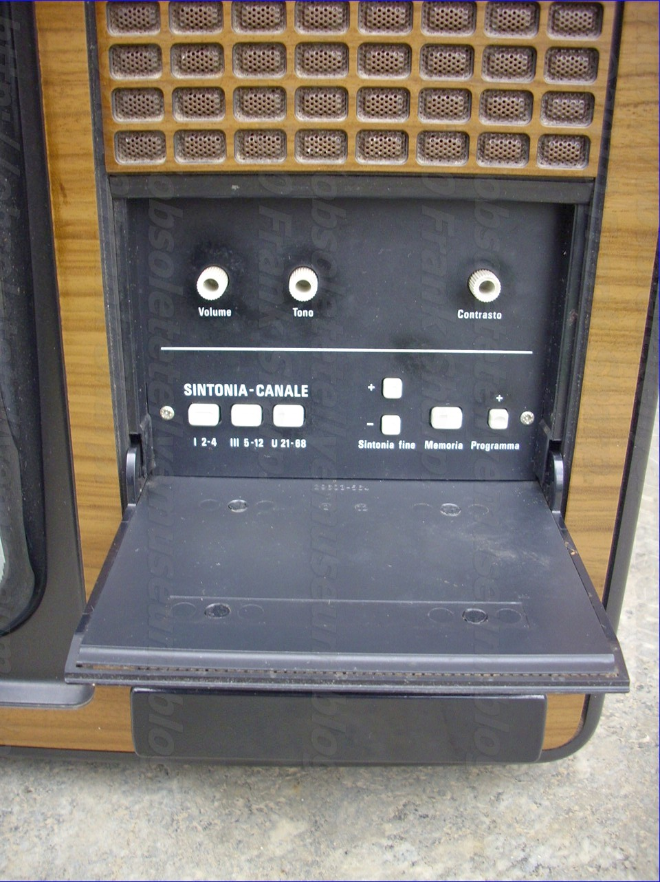 Obsolete Technology Tellye !: GRUNDIG SUPER COLOR 6632 IT YEAR 1978.