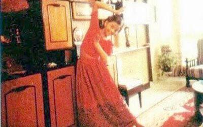childhood photos of aishwarya rai in bharat natyam dancing pose