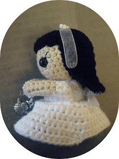Muñeca amigurumi vestida de comunión