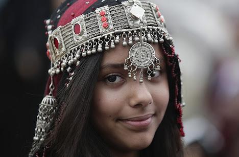 gadis Yaman mengenakan kostum tradisional
