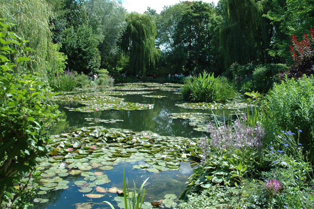 The garden wanderer monet 39 s garden giverny france for Monet s garden france