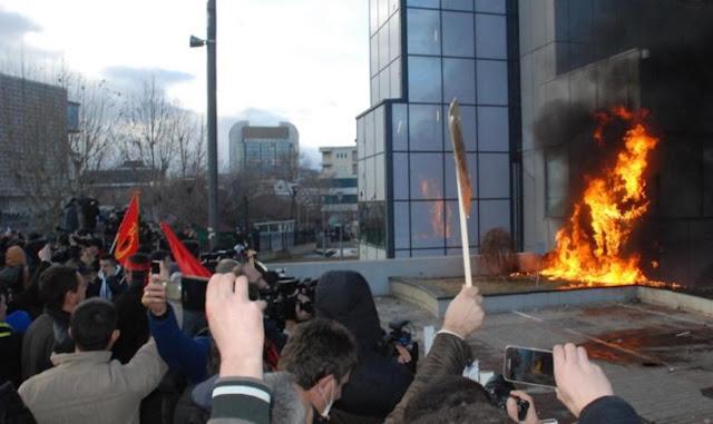 Prishtinë: 10 policë, 2 qytetare dhe 2 gazetarë të lënduar