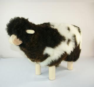 mouton de décoration avec de la vraie peau de laine