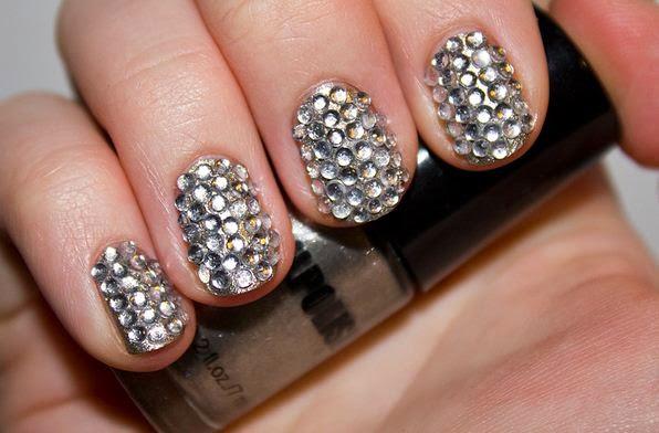 Glamorous short nails design