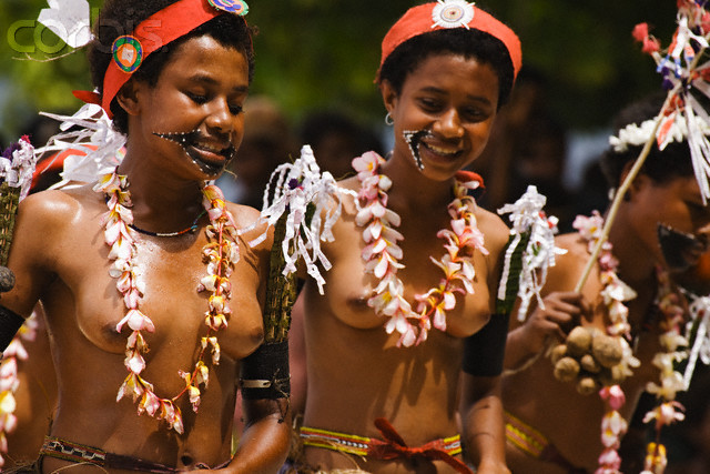 png women and girls in