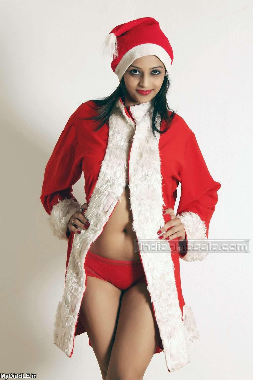 Leena Kapoor dressed as a Sexy Santa – Bra less indianudesi.com
