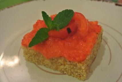 tortino di quinoa con crema di peperone rosso