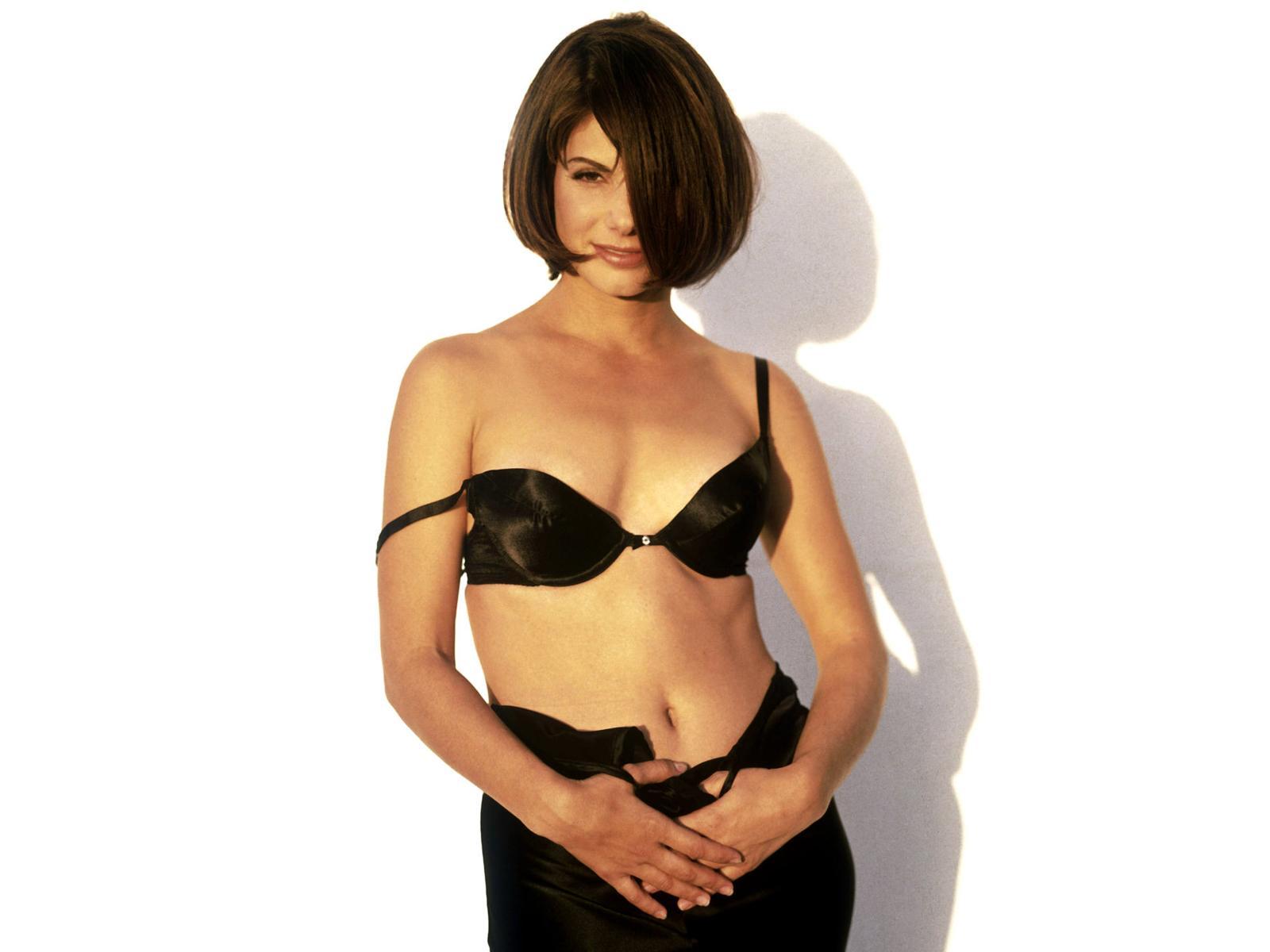 http://1.bp.blogspot.com/-ZK8HNvQk46E/Tow0p-gPSAI/AAAAAAAAAHM/SX6iLrcWFfE/s1600/Sandra_Bullock_Wallpapers-Beauty%2B%25285%2529.jpg