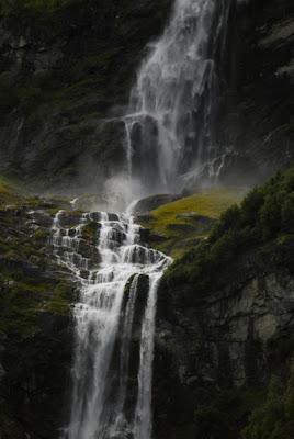 Air Terjun Ramnefjellsfossen, Norwegia