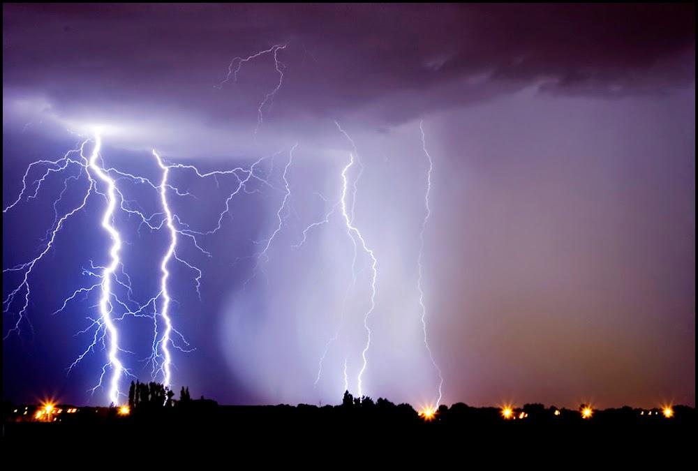 photo badai petir terdahsyat di dunia