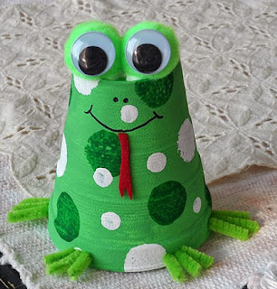 http://translate.googleusercontent.com/translate_c?depth=1&hl=es&rurl=translate.google.es&sl=it&tl=es&u=http://craftsbyamanda.com/2014/03/foam-cup-frog-craft.html&usg=ALkJrhjNqDzPHDNIQQUH2njp6wXrw8Fx6Q