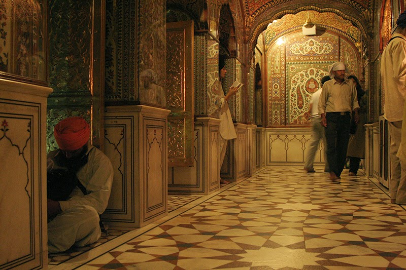 http://www.travelindia123.com/golden-temple-amritsar-punjab-india.html