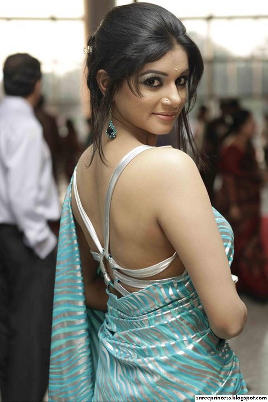 bangladeshi ramp models showcasing saree part:4: http://sareeprincess.blogspot.com/2011/06/bangladeshi-ramp-models-showcasing_26.html