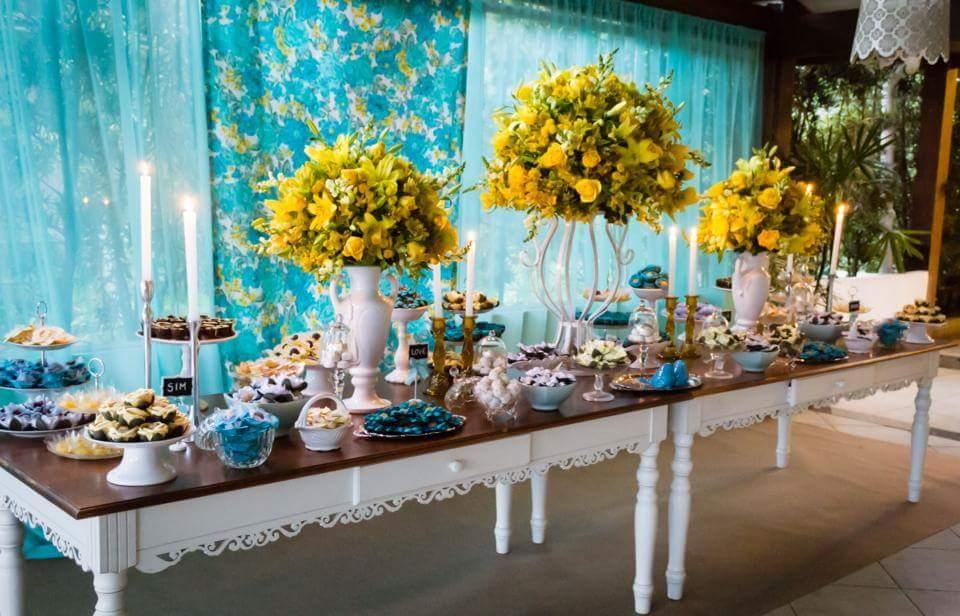 decoracao casamento rustico azul e amarelo: fã, vamos ver?! Essa cor se confude com verde-água e azul-piscina