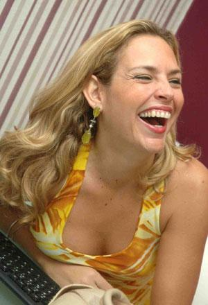A jornalista Daniela Freire, colunista do Jornal de Hoje, é a nova diretora de jornalismo da SIMTV. A mudança ocorreu após o afastamento do ex-diretor Paulo ... - img4a25e3f440898