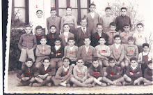 Grupo de Alumnos en el patio con Juan Mendizábal Coronado año 1955