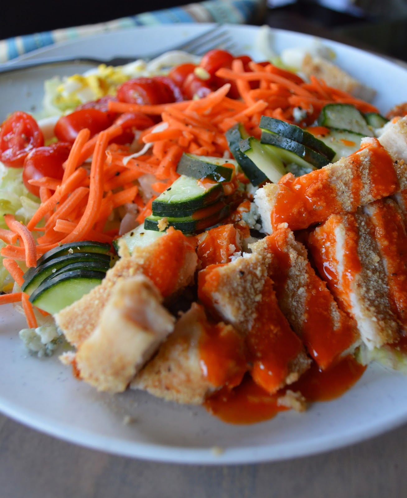 Paleo Girl's Kitchen: Buffalo Chicken Salad!