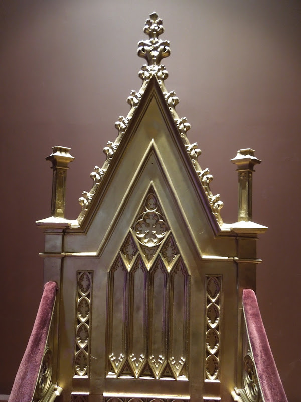 Elizabeth gold throne prop