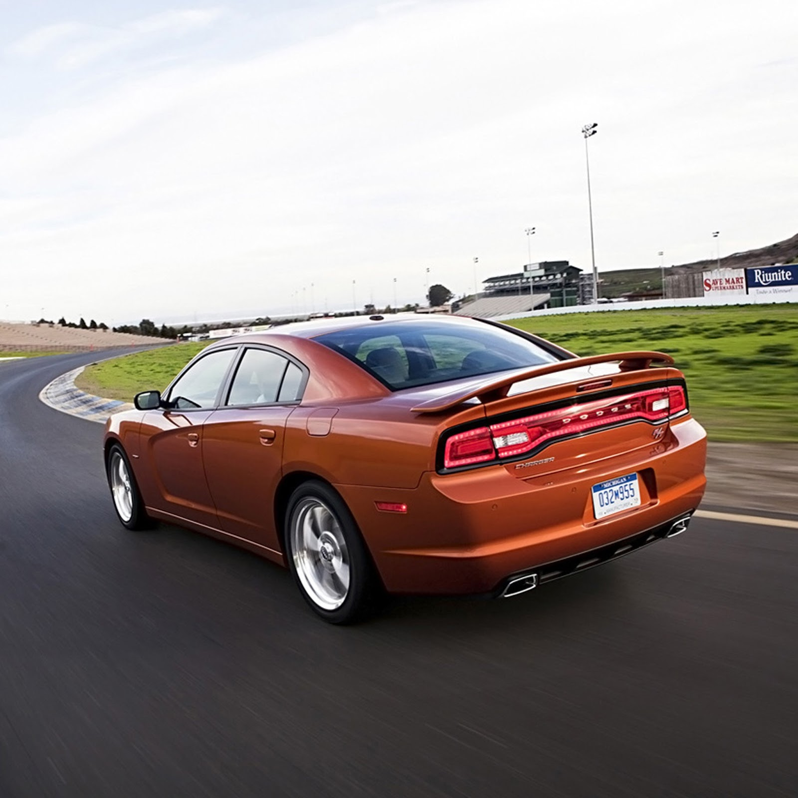 HD Wallpapers: 2012 Dodge Charger RT 2 Wallpapers