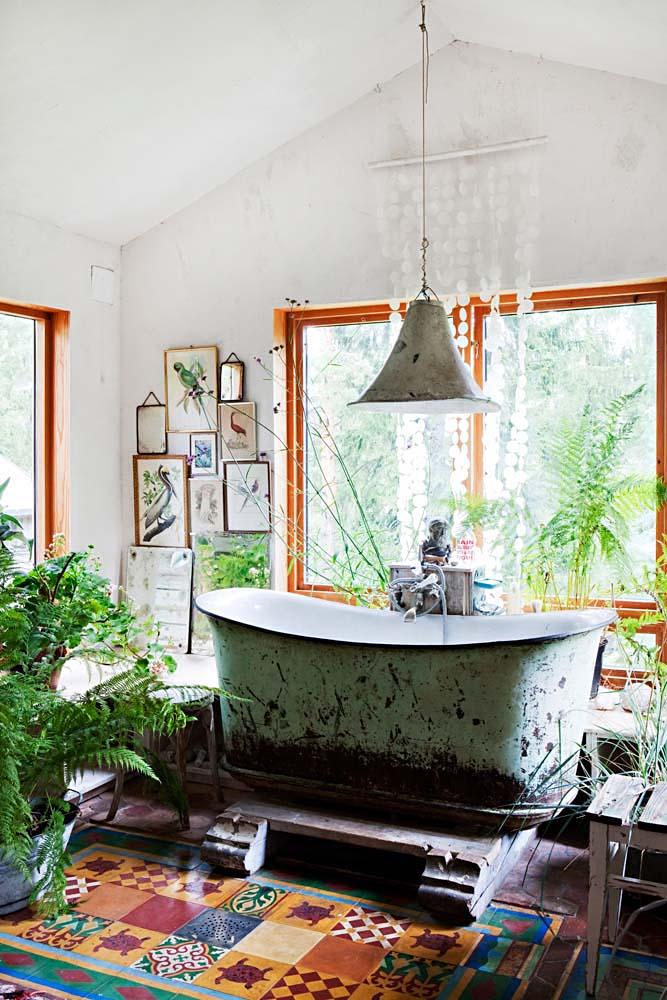 Diseño interior Upcycling en una casa de Noruega - baño bañera usada