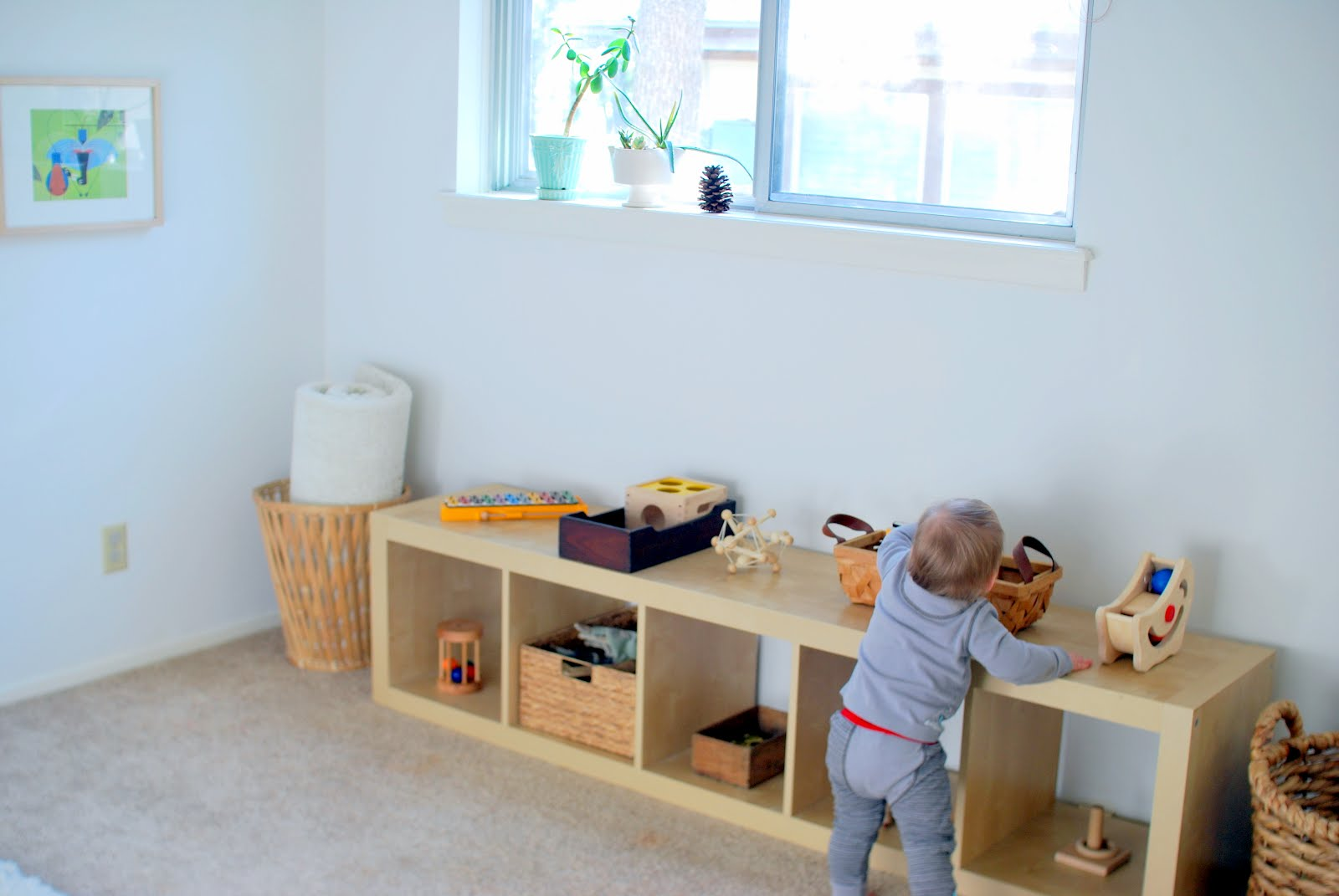 Feeding the soil montessori bedroom for a one year old for Chambre montessori