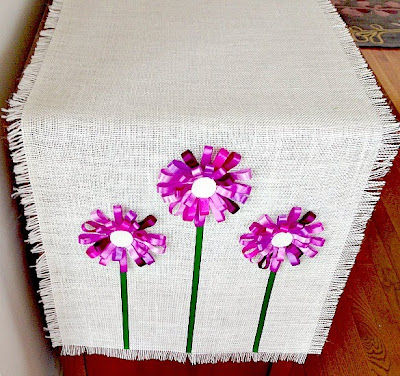 no sew burlap loopy ribbon flowers table runner