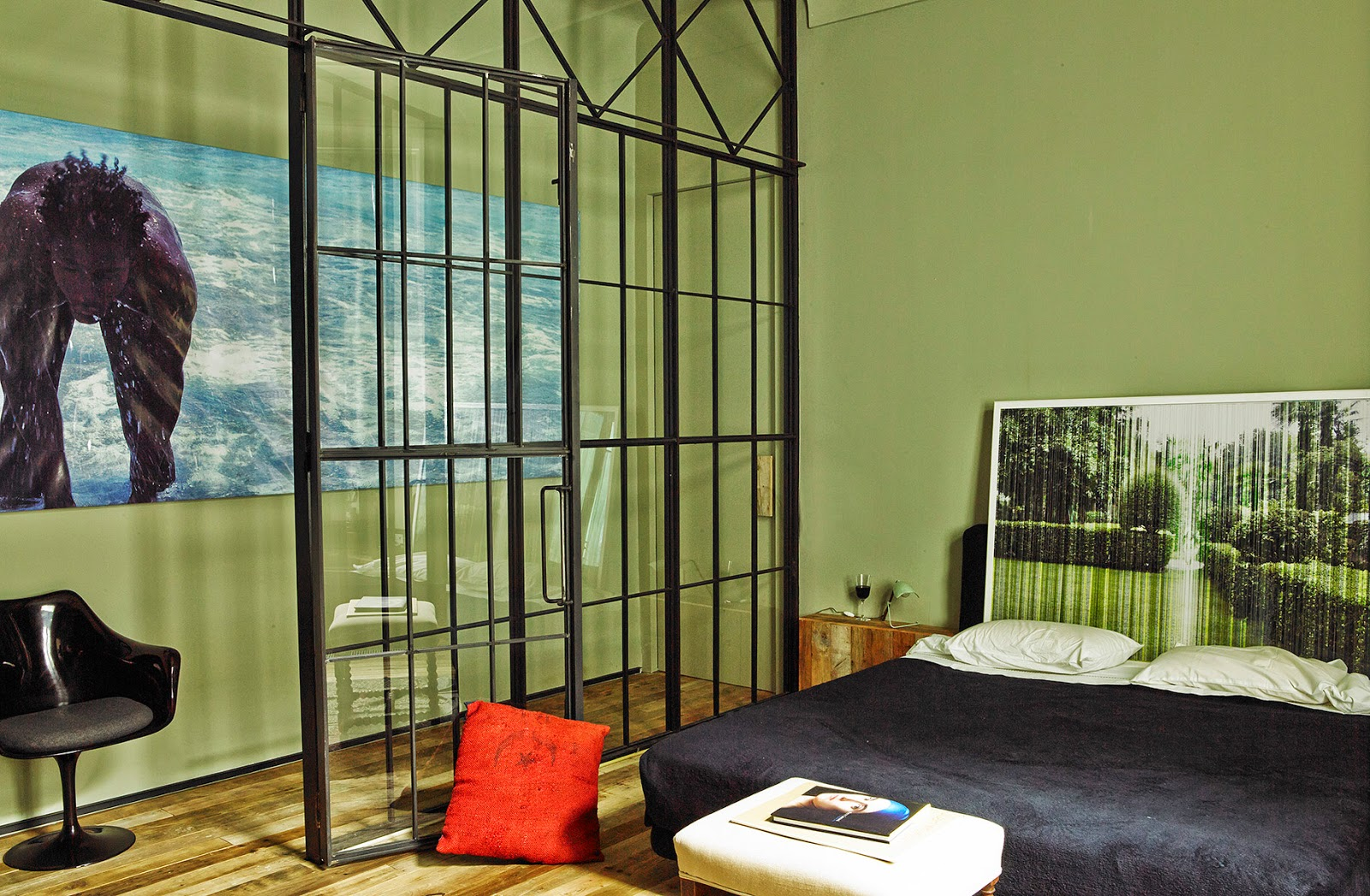 Villa in Grün, Eisen und Holz - naturverbundene Einrichtung und Wohnen in der Stadt