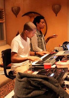 News // Solange En Studio Avec Pharrell…