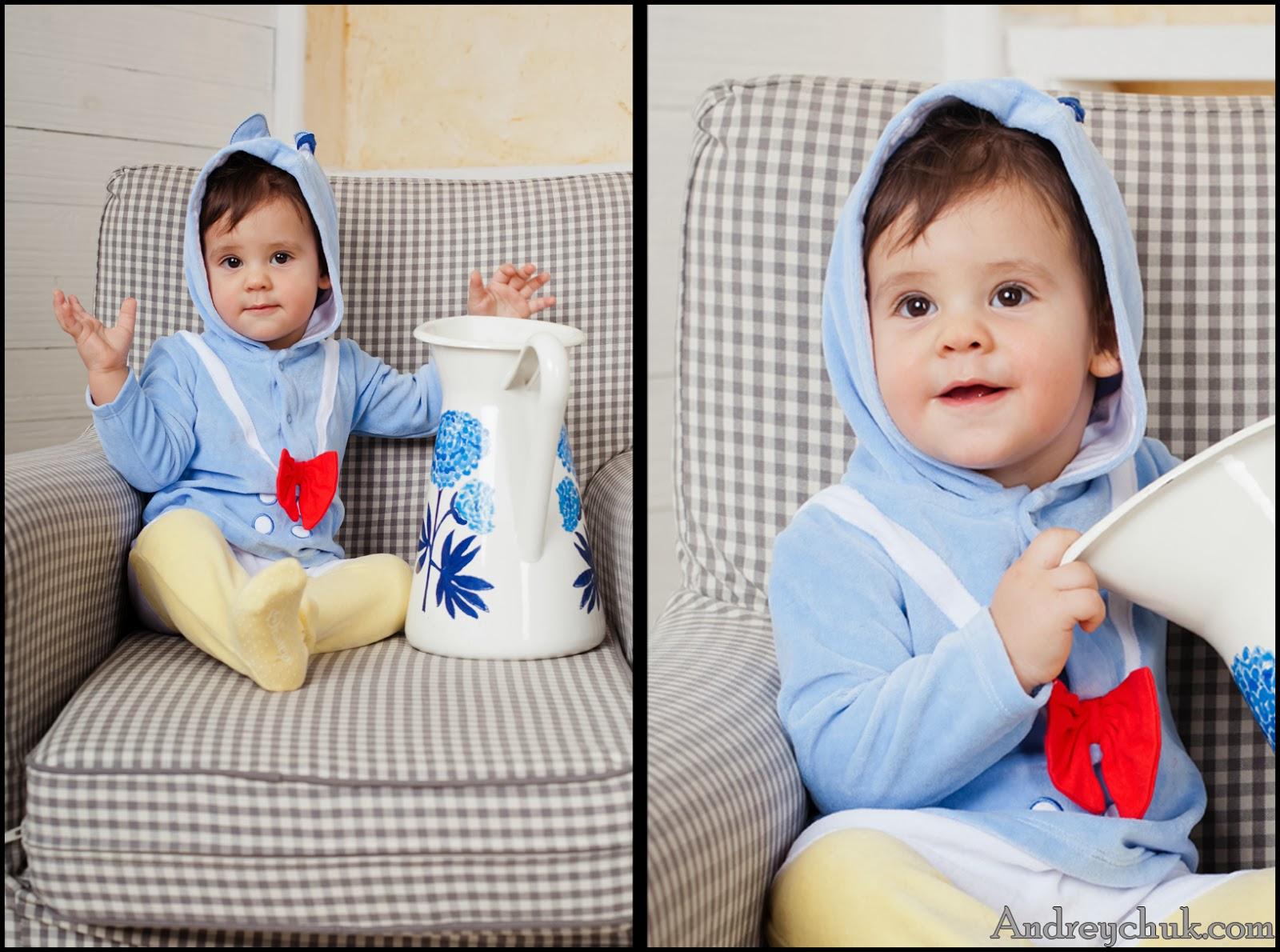 малыш в костюме дисней