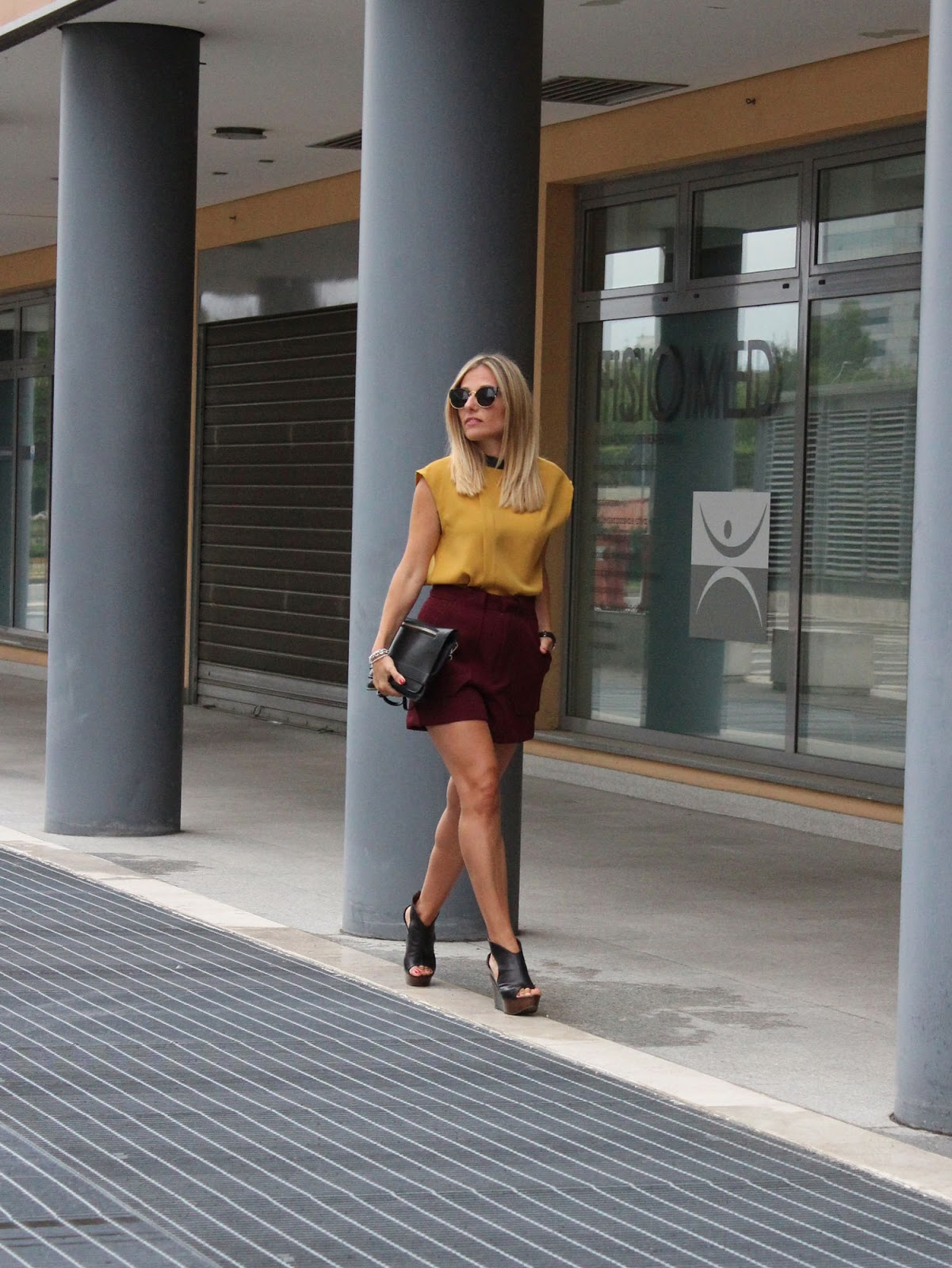 Eniwhere Fashion - Zara shorts and Lux Bags