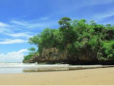 Mengisi liburan di Pantai Pelang Tregalek